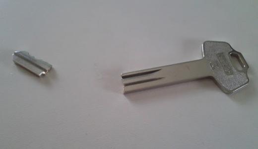鍵が回らない時、回しにくい時の直し方。鉛筆を使った応急処置法