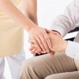 介護士が給料を上げるための3つのポイント